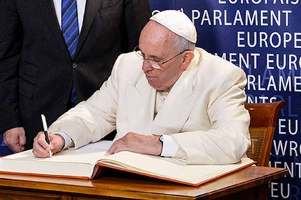 Papa Francisco firma declaración contra esclavitud moderna y cambio climático