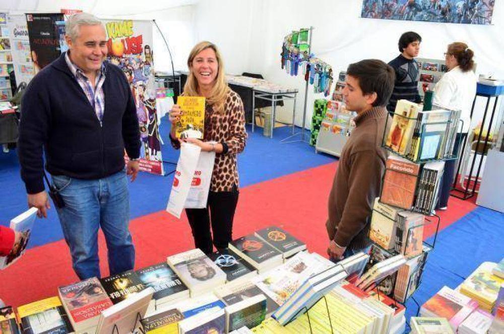 """Fabián Ríos: """"en la Feria Popular del Libro se están comercializando cerca de 10.000 ejemplares por jornada"""""""