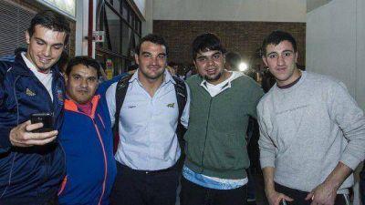 Gran apoyo a Los Pumas en su llegada a Mendoza
