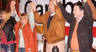 El radicalismo, en pleno, se encolumnó tras las candidaturas de Sanz y Aída
