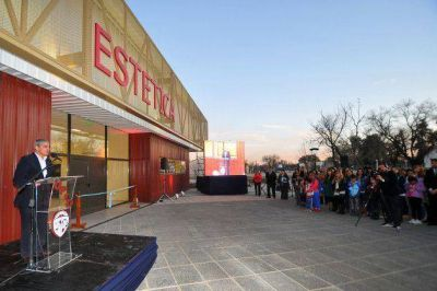 Inauguraron el edificio del Diplomado en Estilista, Esteticista y Masajista Profesional de la UPrO