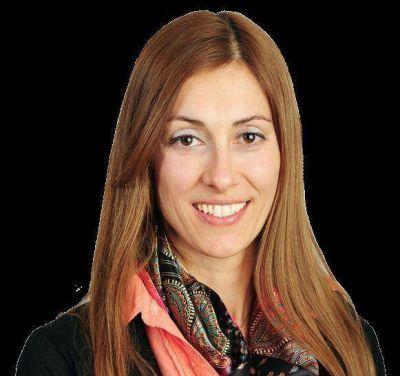 """Cecilia Carmelini: """"Es prioritario rearmar el circuito socio productivo de esta ciudad"""""""