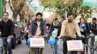 La Plata: Amoretti en bicicleteada de Patria Grande contra