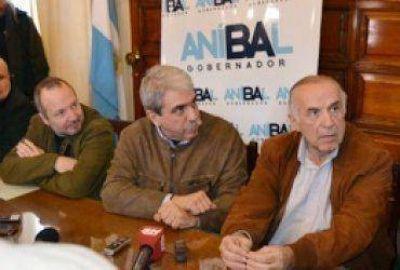Aníbal Fernández con intendentes de la segunda sección