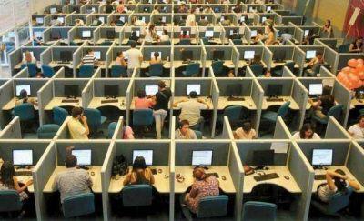 Advierten sobre riesgos de salud que afrontan los trabajadores de call centers