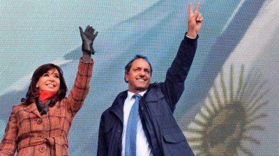 Scioli ya ofrece ministerios, pero antes consulta con la Presidente