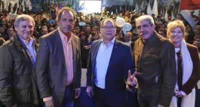 Los dos candidatos del FpV para la Provincia se mostraron con Scioli