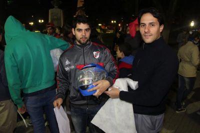 Dolores: Facundo Celasco junto a los chicos del Programa Envión entregaron 150 cascos