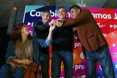 Ganó el Gato y Macri posó sonriente