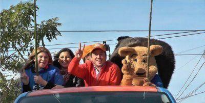 Leonardo Nardini y la caravana de la Victoria por los barrios malvinenses