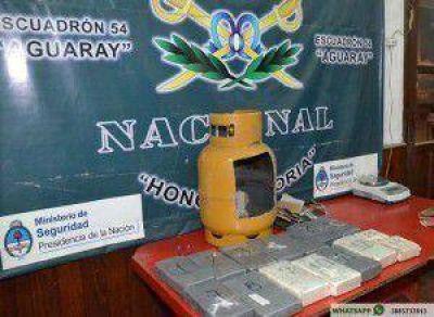 Gendarmería incautó 14 kilos de cocaína ocultos dentro de una garrafa