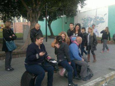 Claudia Rucci camin� Ensenada junto a Valeria Fern�ndez y Egu�a