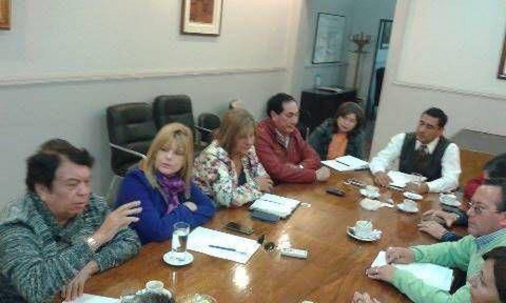 Ministro de Salud y diputados trabajan en la elaboración de un plan de salud