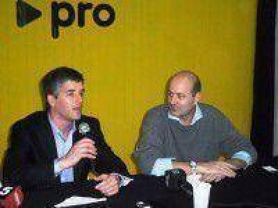 Federico Sturzenegger visitó el local del PRO en Saladillo