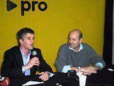 Federico Sturzenegger visit� el local del PRO en Saladillo