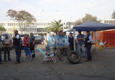 Productores que se manifiestan en Casa de Gobierno invitan a los candidatos a interiorizarse sobre la realidad del sector