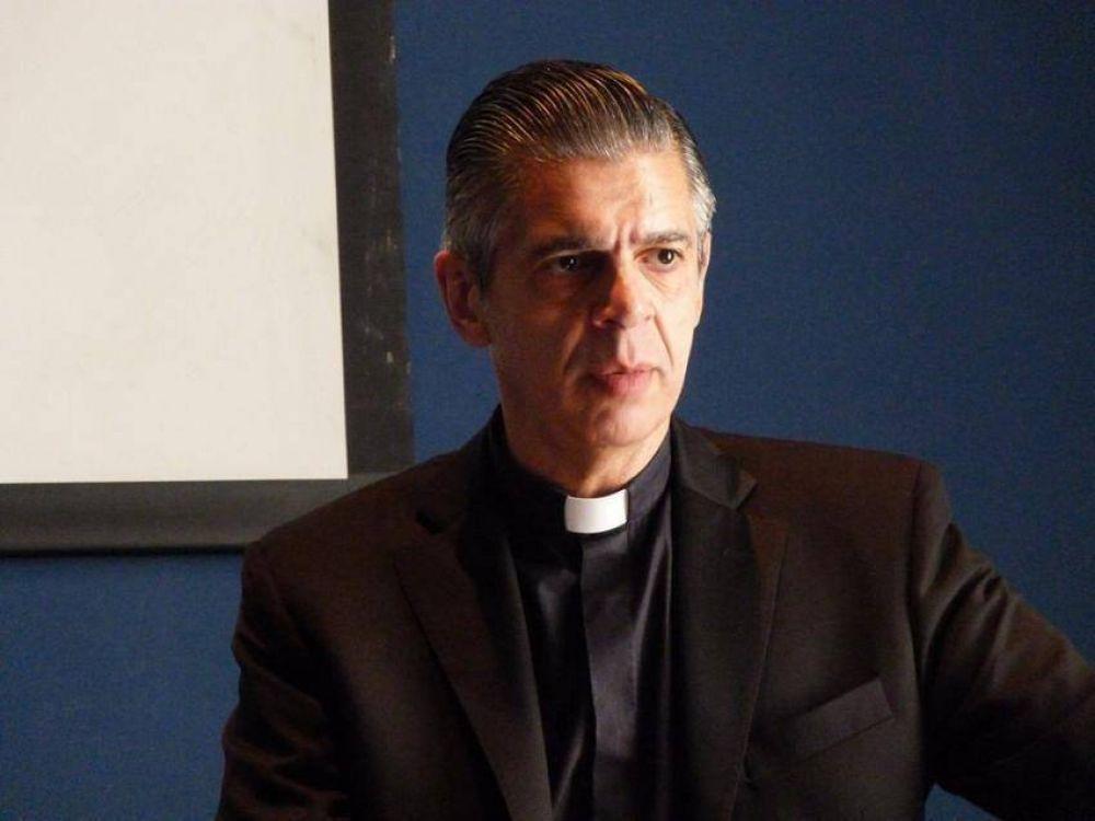 Mons. Candia responde tras ser acusado de fraude