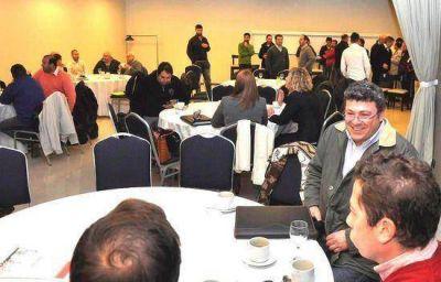 """Se realizó un """"Desayuno de Negocios"""" entre PyMES de Campana y la Empresa Saint-Gobain"""