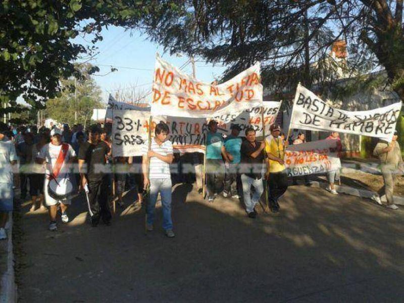 Tanineros de Tirol y La Escondida llevan 17 días de protesta