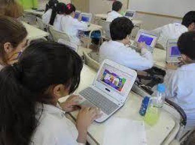 Se entregaran 418 aulas digitales moviles a escuelas de la provincia