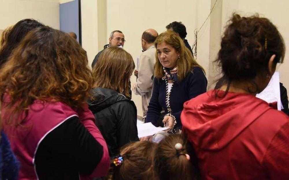 Vecinos del Barrio Bancario firman adhesiones para contar con cloacas