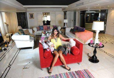 El ex de Karina Jelinek puso en apuros a Menem y Bolocco