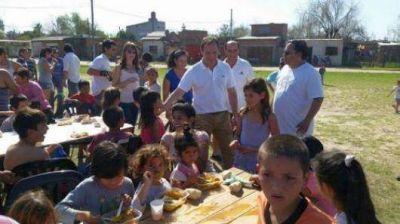 Camau compartió con vecinos del barrio la Olla un almuerzo organizado por FORJA