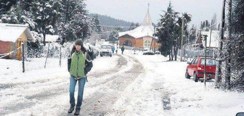 Una nevada llevó alivio a Bariloche
