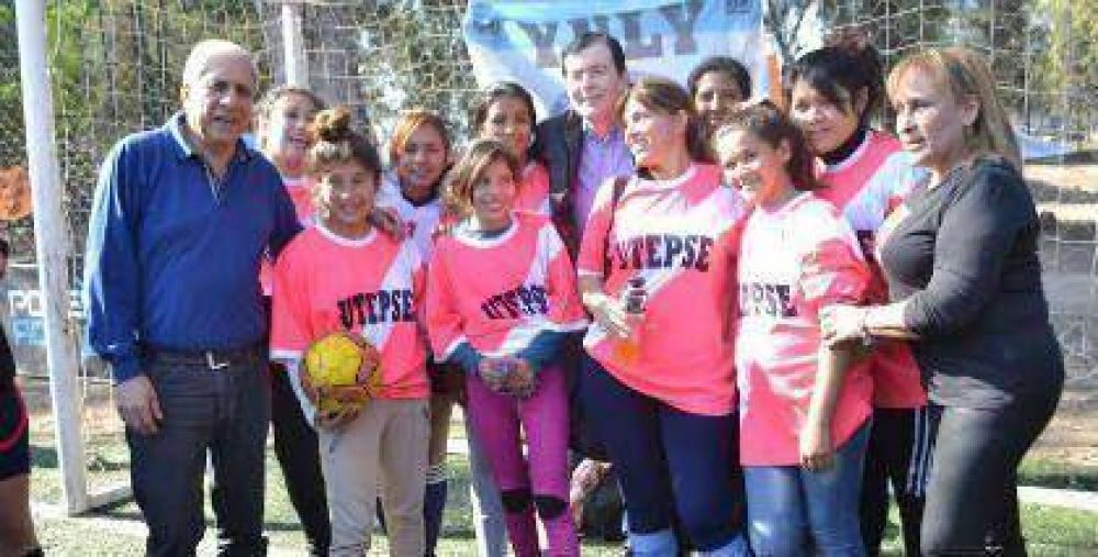 Zamora y Neder, participaron de la apertura del torneo regional de fútbol femenino