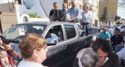 Multitudinaria caravana mostró convocatoria de la alianza UNA