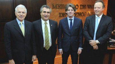 El debate por el cepo y el dólar libre continuó en una reunión del Merval con Vanoli