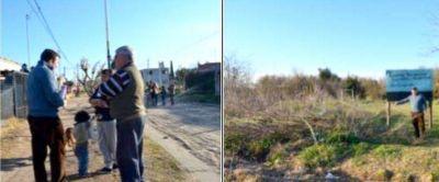 El Dr. Ochoa realizó una caminata por el barrio