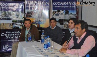 Zvenger encabezó el acto de entrega de maquinaria y certificados del plan Argentina Trabaja