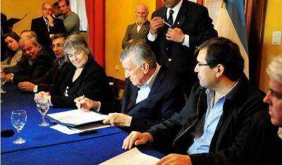 San Juan firm� un convenio para el registro de productos fitosanitarios