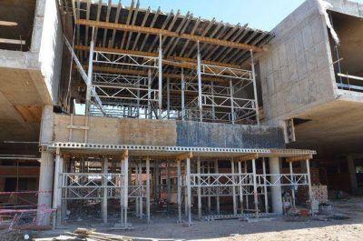 Nuevo hospital: multaron a las empresas y ampliaron el plazo