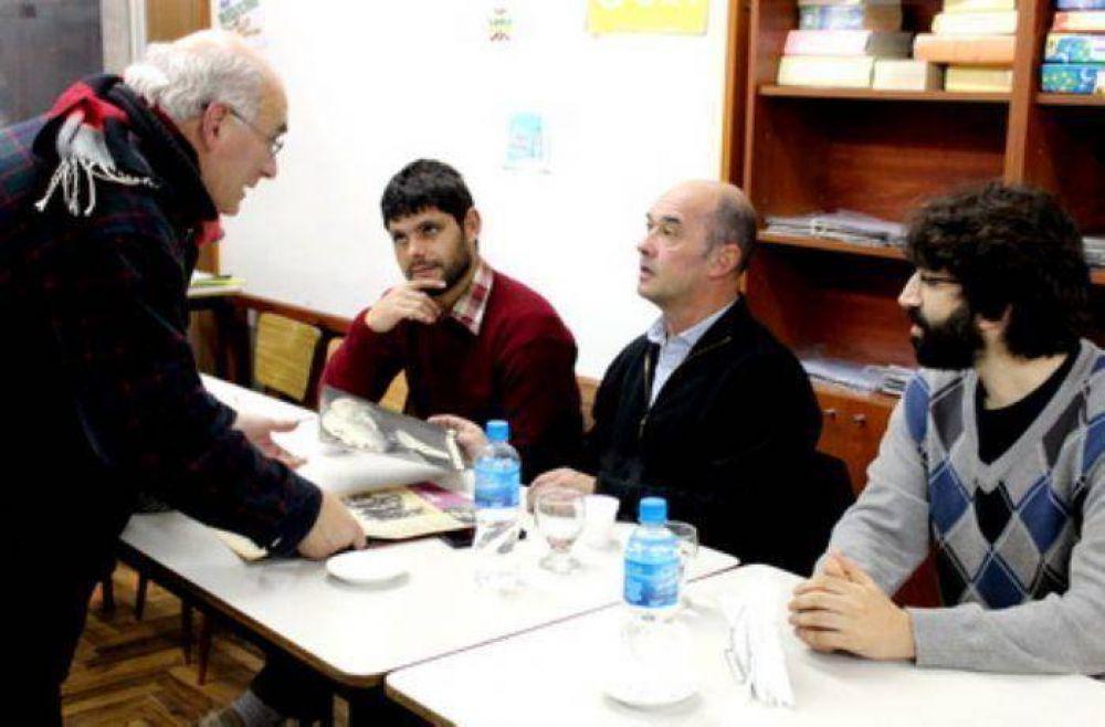 Alberto Rodríguez dialogó con vecinos y comerciantes del puerto marplatense