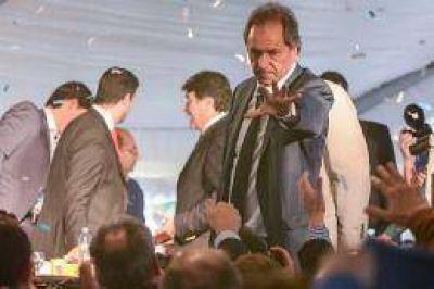 Scioli convocó a los independientes y bregó por el voto no polarizado