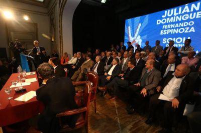 Junto a 30 intendentes la fórmula Domínguez-Espinoza cerró la campaña en La Plata