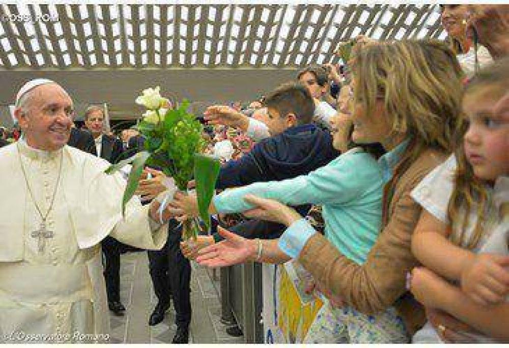 Como el Buen Pastor, que no excluye a sus ovejas, cada uno haga su parte, el Papa en la catequesis