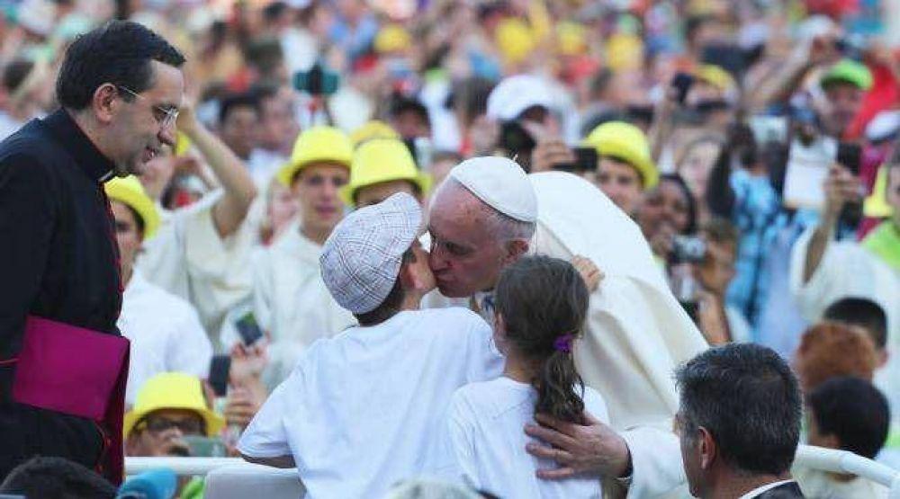 El Papa recibió a 9.000 monaguillos al reaparecer tras vacaciones