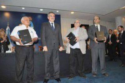 Agust�n Rossi entreg� al Poder Ejecutivo del Chaco copias de las actas de la dictadura