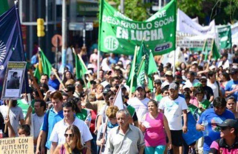 Estatales neuquinos protestaron en las calles