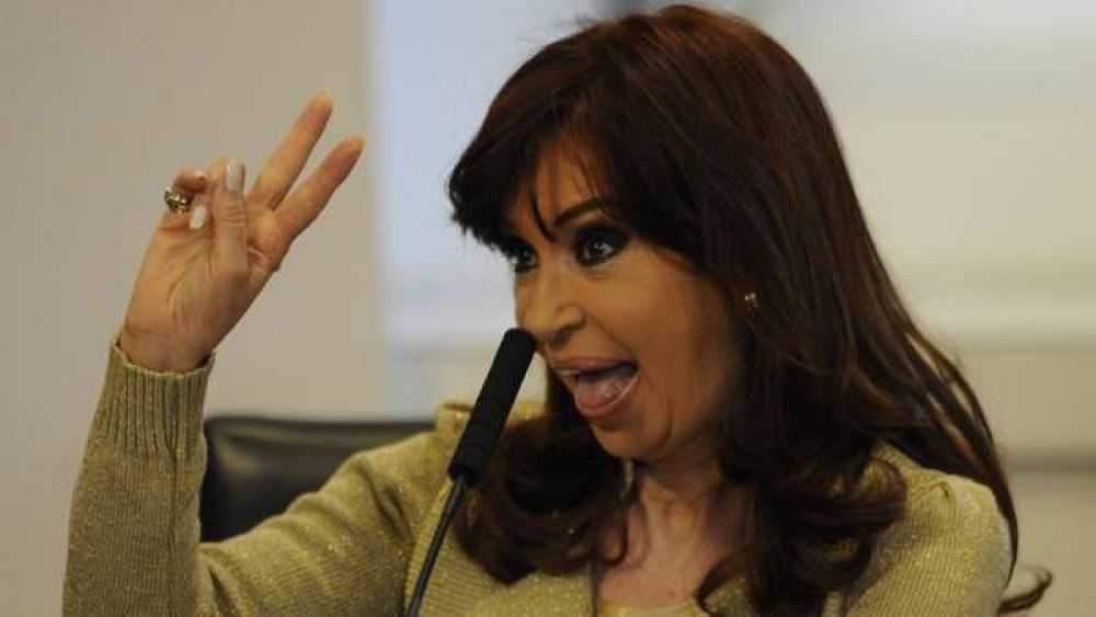 Cristina anunció en cadena, en medio de la veda, un 12,49% de aumento para jubilados