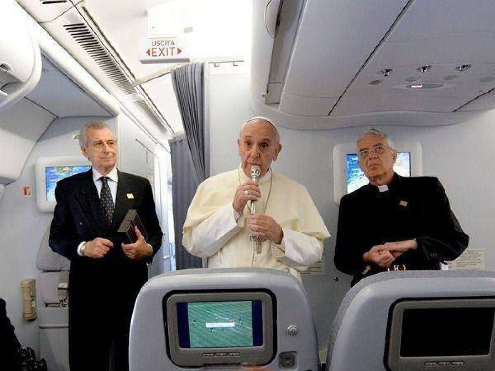 Afirman que Bergoglio le pidió al piloto sobrevolar territorio argentino