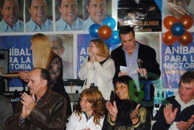 """Elmer: """"Acompáñennos para ganarle a Carossi este domingo y ser la opción del FpV en octubre"""""""
