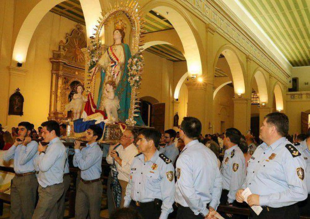 Monseñor Martínez pide que familia sea la primera escuela