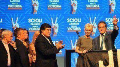 Con un discurso moderado, Scioli tendió puentes con propios y ajenos