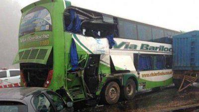 Un micro con estudiantes tucumanos chocó en Córdoba: hay un muerto y 15 heridos
