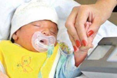 Anotaron a 40 bebés en Santiago con el apellido de la madre en primer lugar