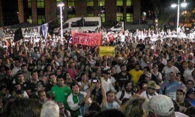 Este viernes docentes de gremios disidentes se reunirán en la Legislatura